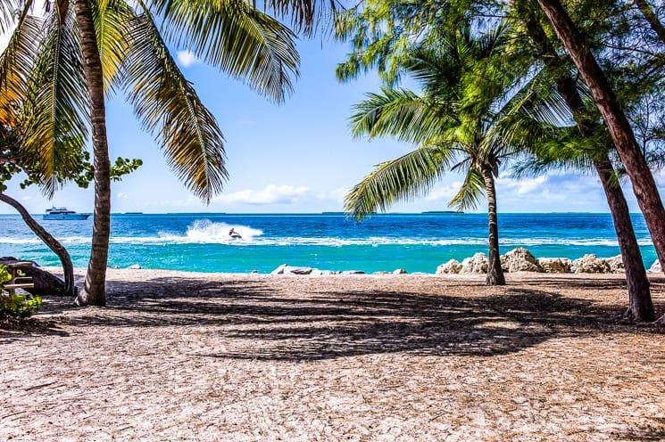 Praktický průvodce po ostrově Koh Phangan, Thajsko. Nejkrásnější pláže, místa, ubytování, aktivity i tipy, jak se na ostrov nejlépe dostat.